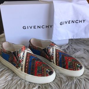 GIVENCHY - slip on sneakers size 35